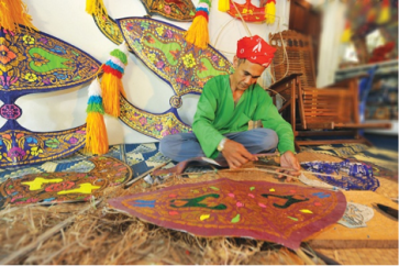 [Preparing from the Kelantan International Wau (Kite) Festival. Picture credit: http://www.tourism.gov.my/en/my/web-page/events-n-festivals/2014/5/pesta-wau-antarabangsa-kelantan]