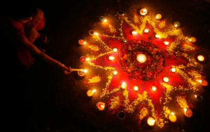 [Image credit: 99traveltips.com - http://www.99traveltips.com/public-holidays/deepavali-diwali-what-when-is/ ]