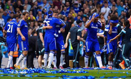 Chelsea players and staff celebrating their latest title triumph (Source: www.mirror.co.uk)